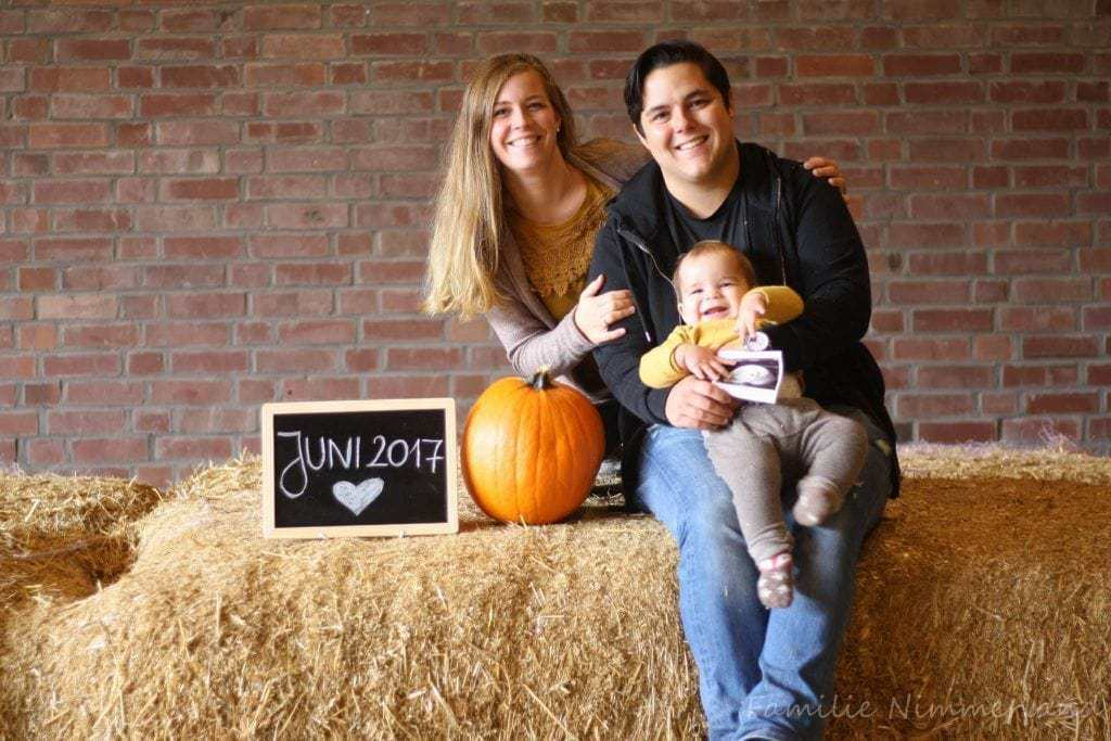 Unser Pregnancy Annoucement Shooting