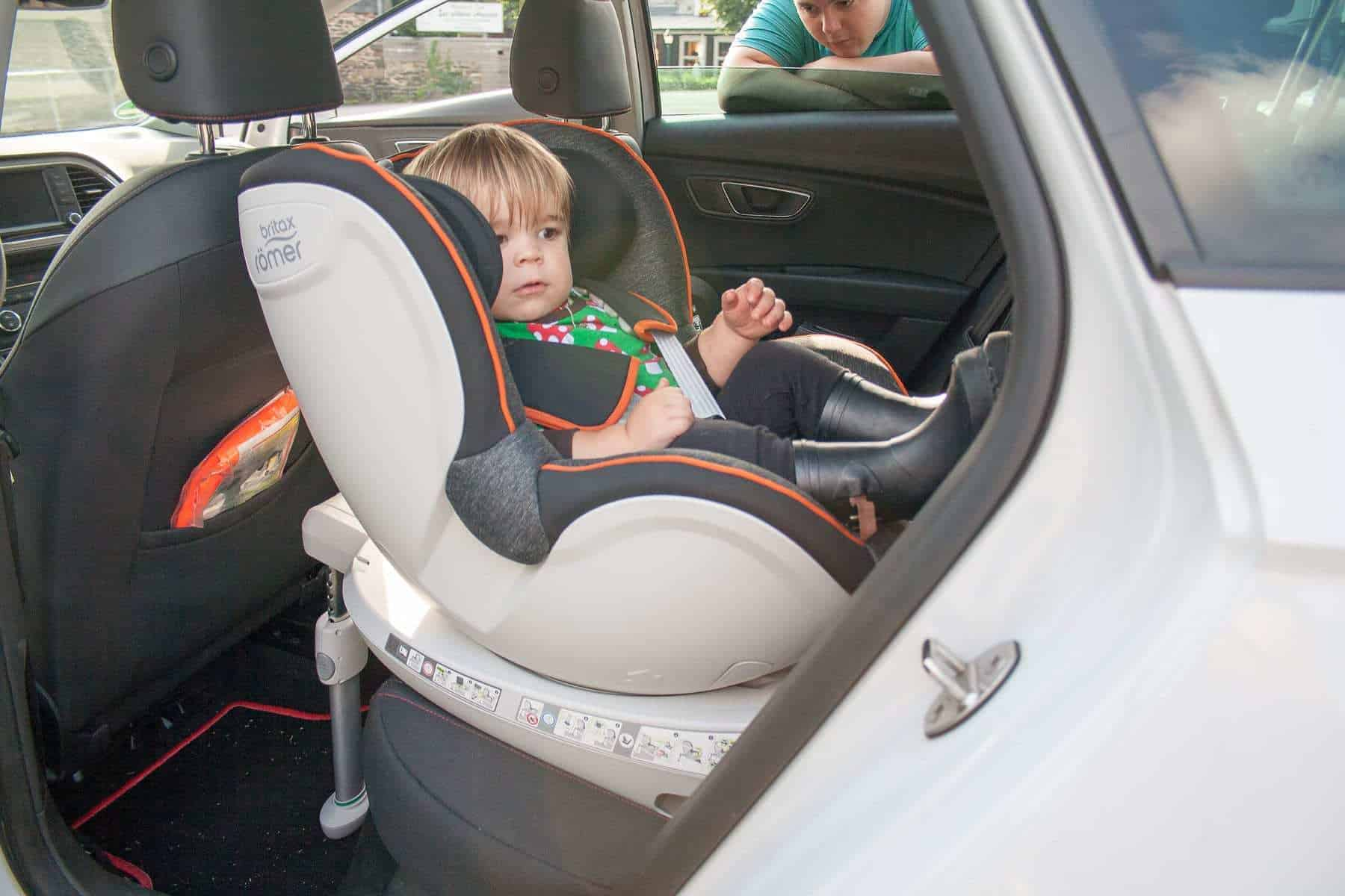 sicherheit im auto baby safe i size und dualfix. Black Bedroom Furniture Sets. Home Design Ideas